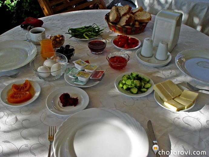 Закуска в Uzun Apart Hotel - Айвалък