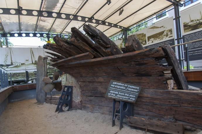 Детайли от кърмата на кораб Горянин